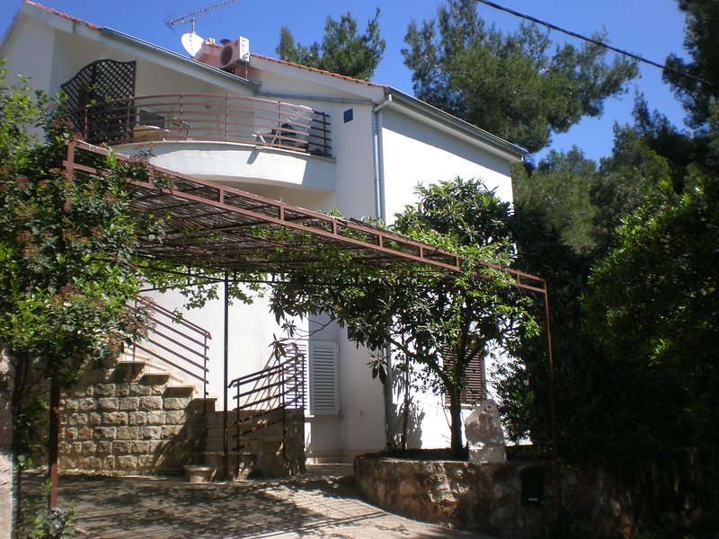 Villa Pelegrin are offering quiet vacation in comfortable  apartments, holiday rental in Zavala