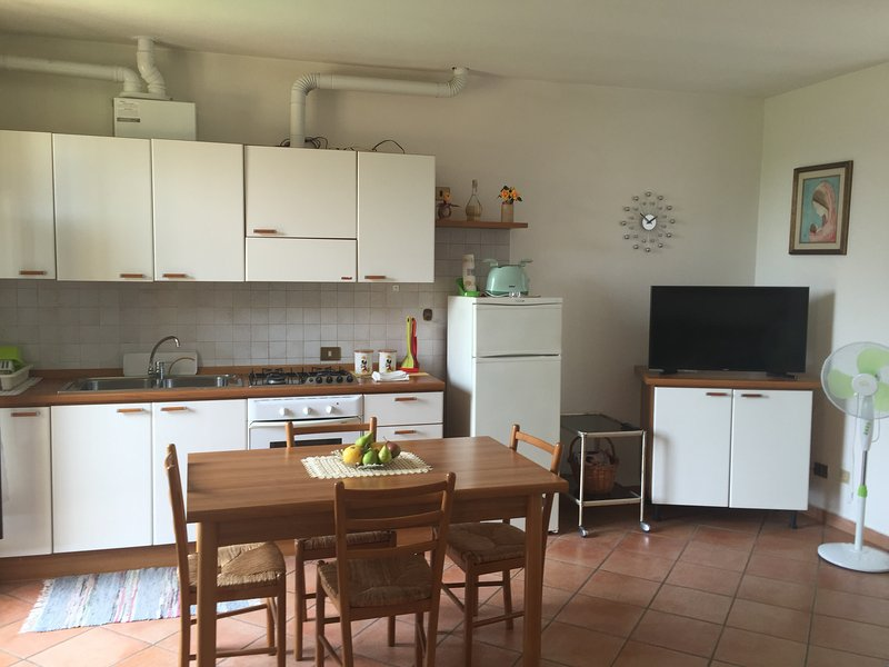 QUIET & COZY FLAT IN TICINO PARK CLOSE TO MALPENSA, LAKES AND RHO FIERA, WIFI, vakantiewoning in Robecchetto con Induno