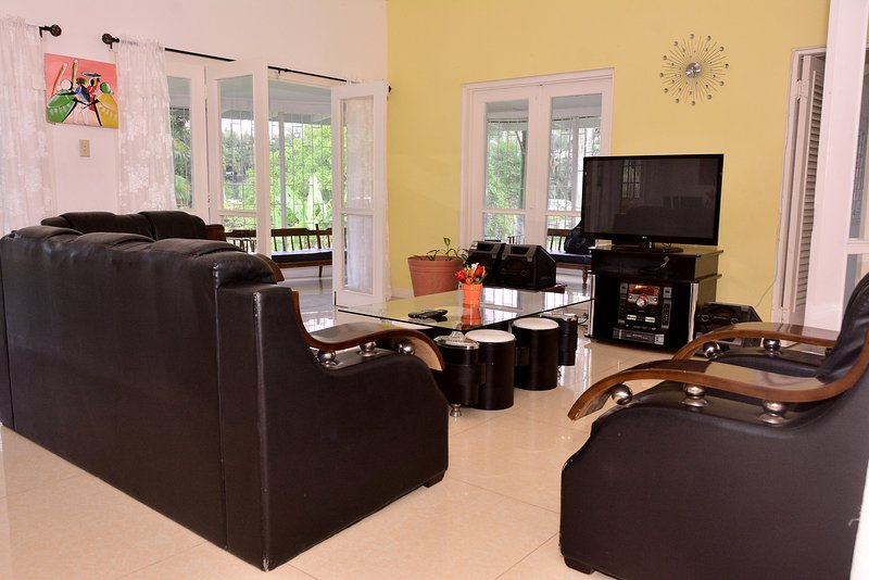 High Quality extra long lounge area also two dinning areas also two living areas, Cable TV/WiFi