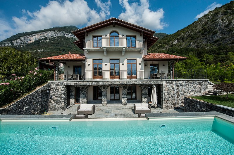 Tremezzo Villa Sleeps 10 with Pool Air Con and WiFi - 5841443 – semesterbostad i Tremezzina