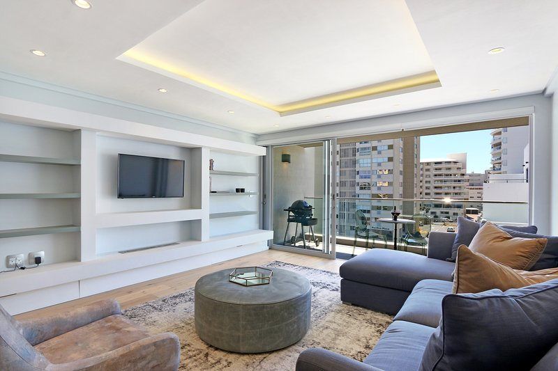 Brand New Ultra Modern 2 Bed 2 Bath Apartment on Sea Point Beachfront | Pavilon, vacation rental in Bantry Bay