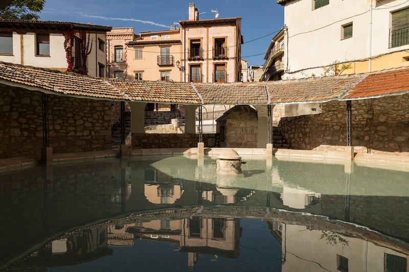 Casa Rural De Felipe para 16 personas y a 40 minutos de Madrid, location de vacances à Cabanillas del Campo