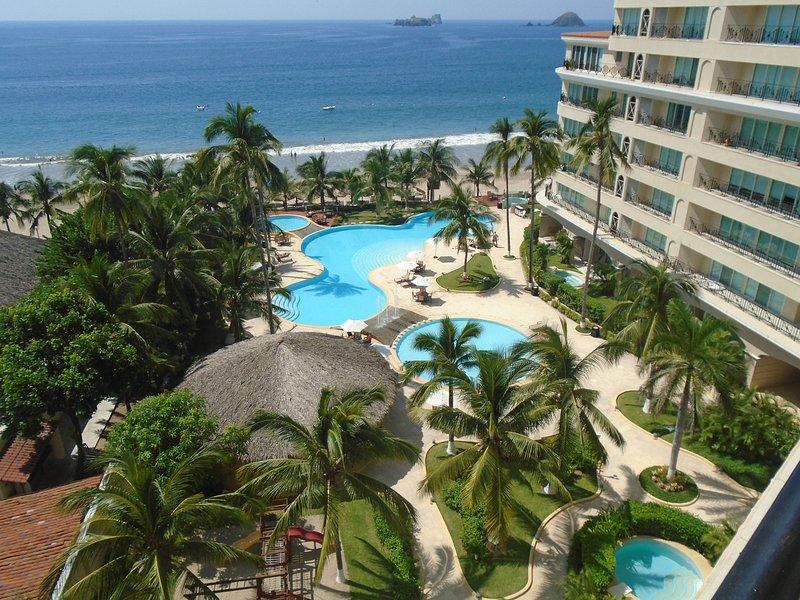 Vue depuis la terrasse. Miles de bleu océan Pacifique. piscines fantastiques, 20 pieds de la piscine à la plage!