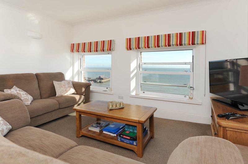 Sentarse en el sofá y disfrutar de vistas a la playa sin igual