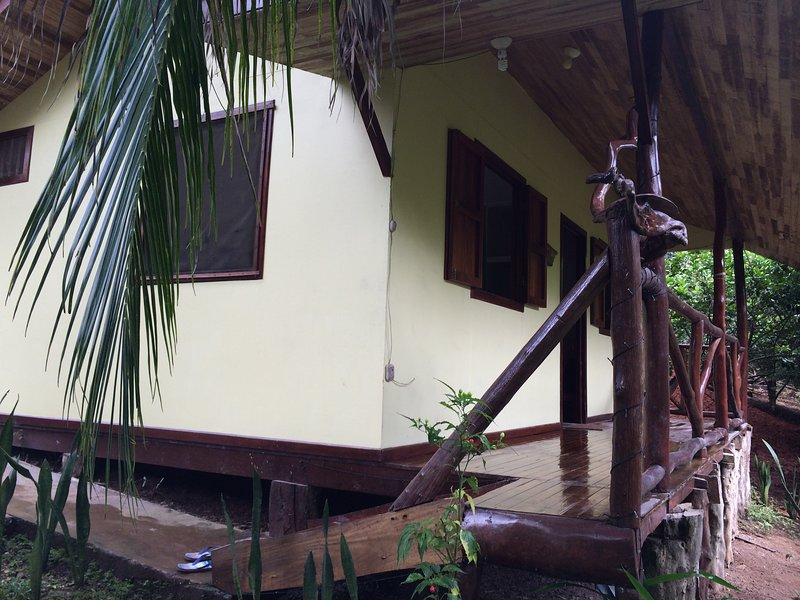 Las Luces Cabina 2, vacation rental in Montezuma