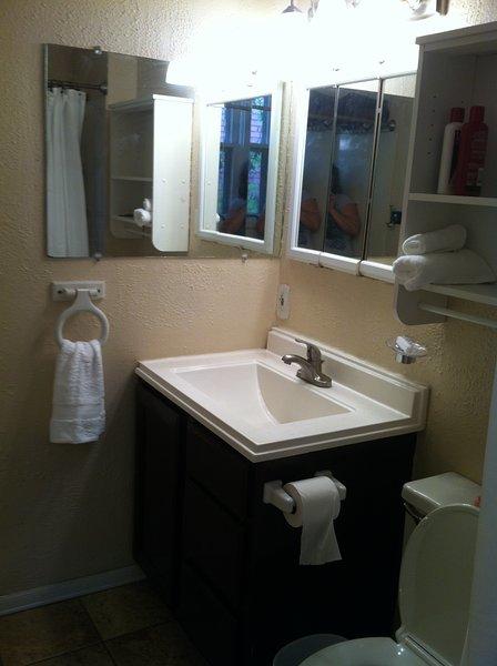 Full bathroom vanity