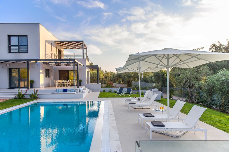 Villa Dione, holiday rental in Halikounas