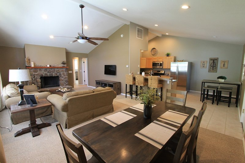 Country Club Bungalow, sleeps 5, holiday rental in Flagstaff