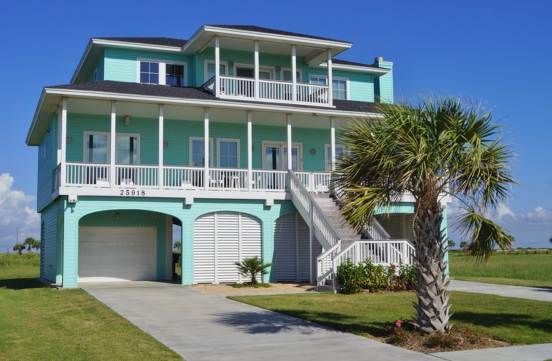 Casa Flamingo has unobstructed views of the Gulf!