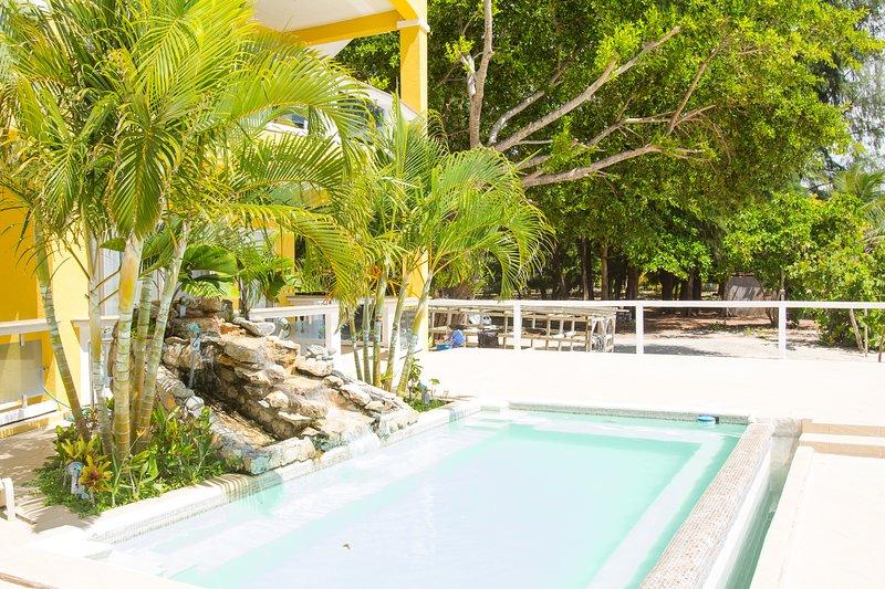 Notre piscine communautaire pour votre plaisir, une excellente façon de se rincer après une baignade dans l'océan.