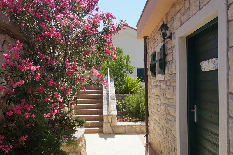 SMILJE apartment, relax your  body and soul in Villa Zen, Ferienwohnung in Prizba