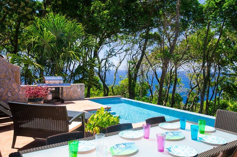 Comedor al aire libre con vista al Caribe