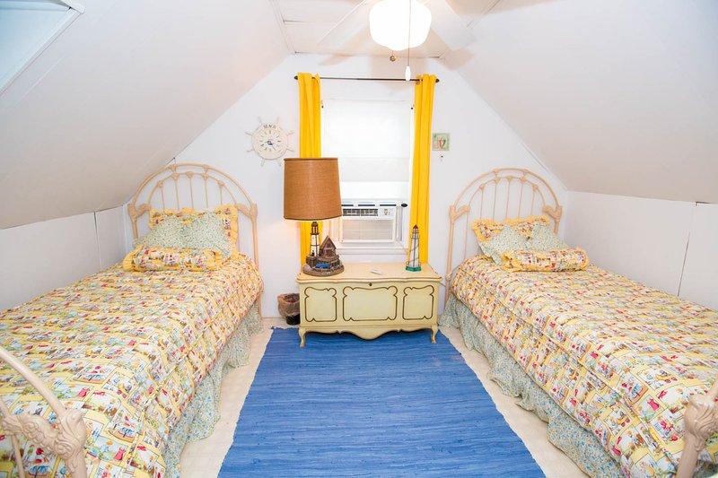 Alternate Second floor Twin bedroom