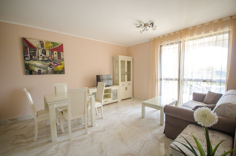 Deluxe 1-Bed near Beach and Aqua Park, vacation rental in Nessebar