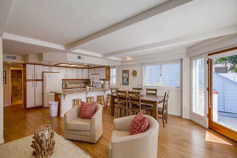 Dining Table,Furniture,Table,Indoors,Room
