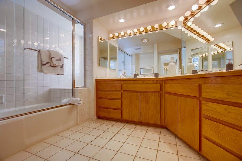 Cabinet,Furniture,Sideboard,Floor,Flooring