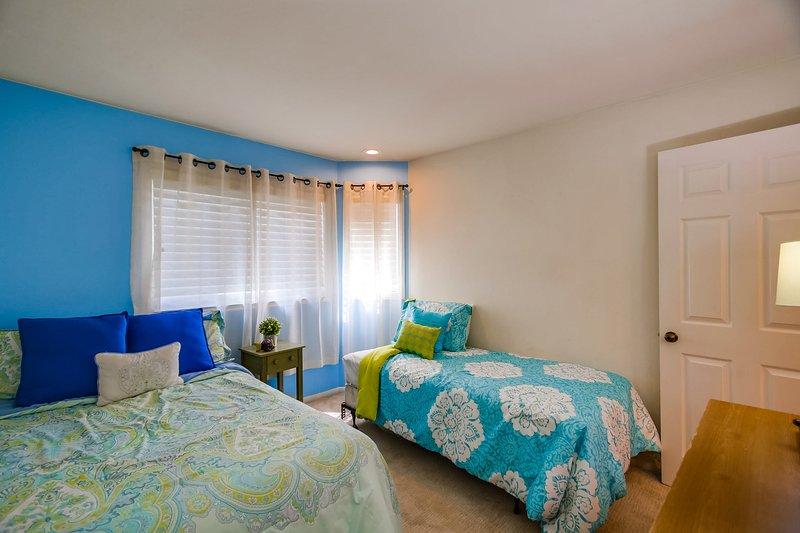 Floor,Flooring,Bedroom,Indoors,Room