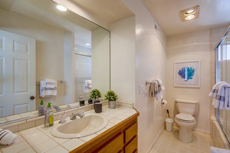 Toilet,Indoors,Room,Bathroom,Sink