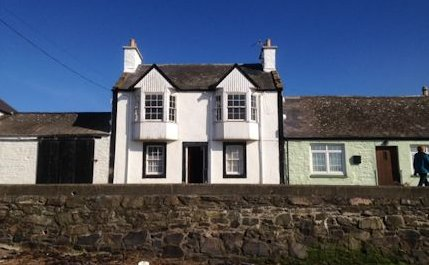 Cosy Harbour House with views of the sea,village and harbour, vacation rental in Garlieston