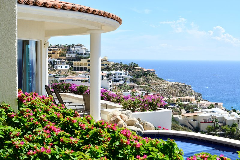 Amazing views of Pedregal and the Pacific Ocean below