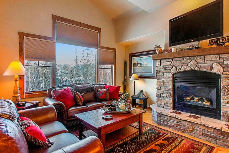 Main level lounge with gas fireplace and large flat screen TV