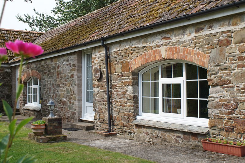 Yew - 1 Bedroom Cottage - Sleeps 3 - North Devon, holiday rental in Saunton