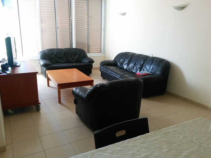 In the Centre of Raanana: 3 bedrooms-Good value, alquiler de vacaciones en Kfar Saba