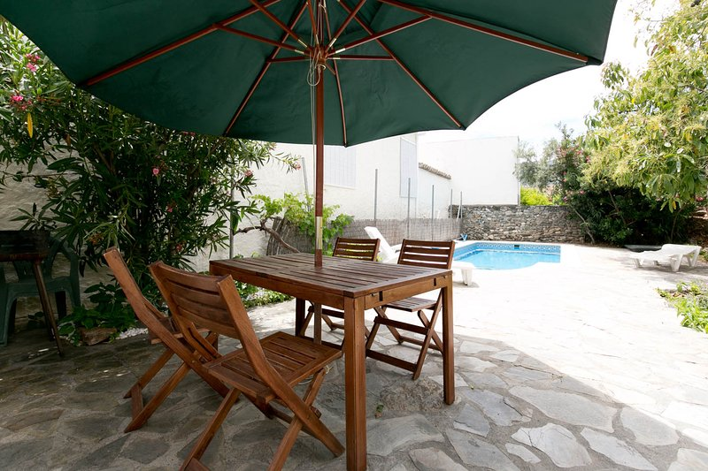 Lovely house, pool, WiFi, nr Granada, beach, hills, holiday rental in Granada