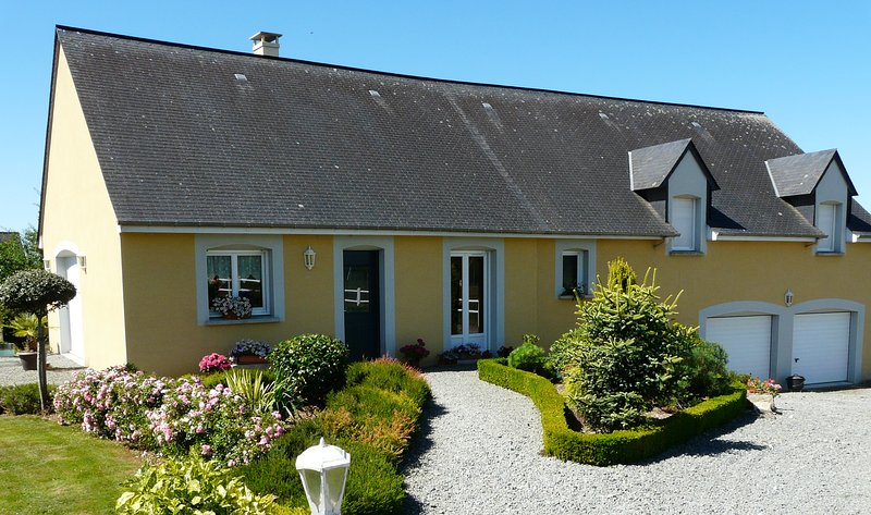 CHAMBRES D'HOTES SPACIEUSES ET CONFORTABLES, vacation rental in Champgenéteux