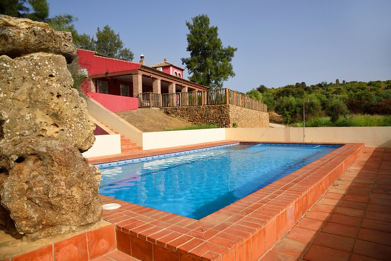 Up to 16 people holiday home between Seville and Cordova. Private pool., holiday rental in Burguillos