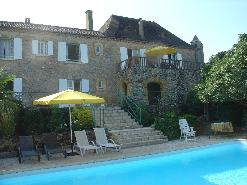 LA BELLE VUE: SUPERIOR STONE PROPERTY WITH POOL GARDEN AND 3 STARS VIEWS, vacation rental in Berbiguieres