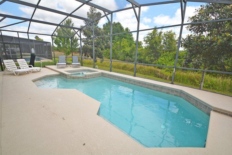 Zwembad en conservering naar achteren