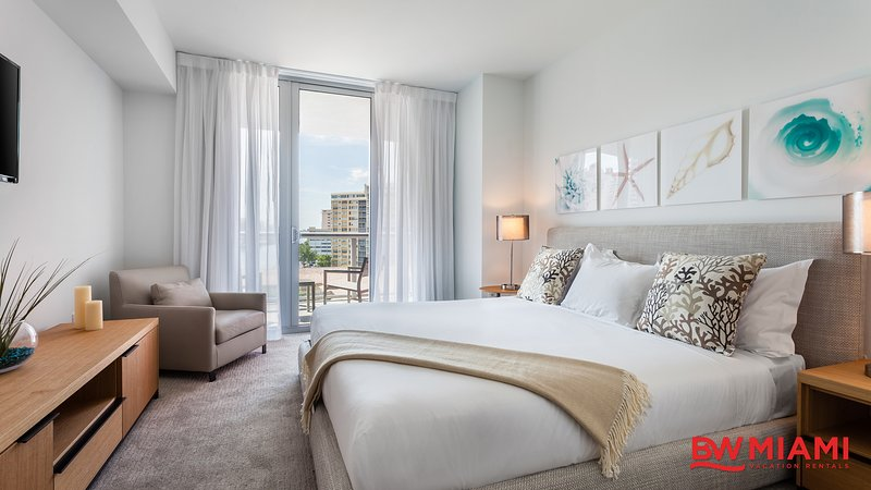 Luxurious Two Bedroom with Intracoastal Waterway Views, vacation rental in Hallandale Beach