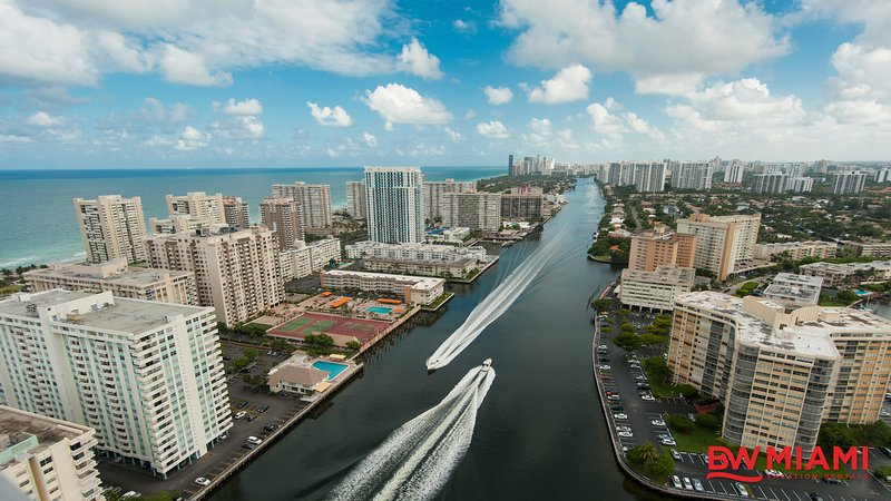 Water Front Luxurious Two Bedroom Condo, vacation rental in Hallandale Beach