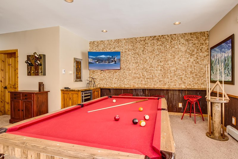 Lower level game room with wet bar