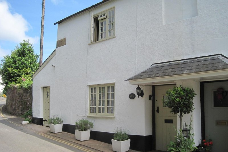 Ruffles Cottage, Dunster - Sleeps 4 - Exmoor National Park - Medieval village of, holiday rental in Dunster