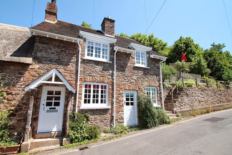 Stag Cottage, Porlock - Charming cottage with character in Porlock village on Ex, holiday rental in Porlock