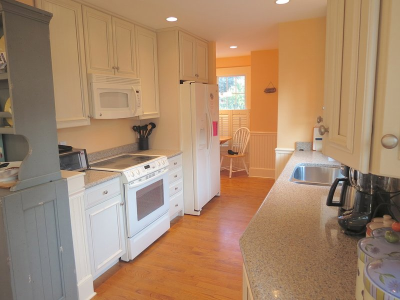 Nice, modern fully equipped kitchen. Including a high end cappuccino maker!