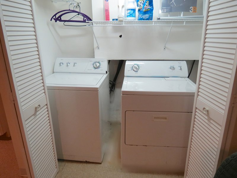 Washer/dryer are located on the lower level, too.
