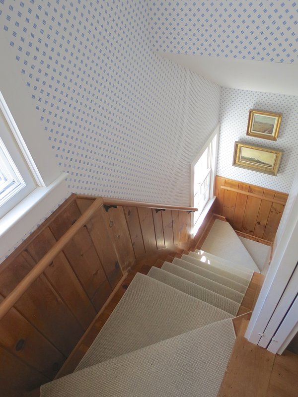 Como puede esperar en una casa antigua, tiene la caja de la escalera trasera estándar que lo lleva de vuelta a la zona de la cocina