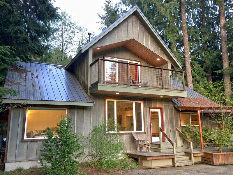 Mt. BakerRim Family Cabin #70 - RIVERSIDE, HOT TUB, BBQ, WIFI*, PETS OK, SLPS-8 – semesterbostad i Glacier