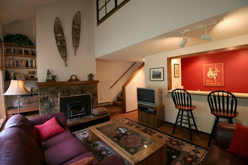 Das Wohnzimmer mit einem Holzofen