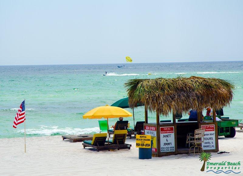 O serviço de praia do estabelecimento possui cadeiras de praia e todos os outros brinquedos de praia que você poderia querer para alugar em uma base diária ou semanal.