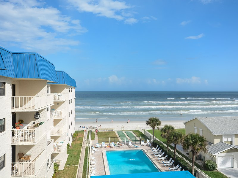 Building, Pool, Water, Hotel, Resort