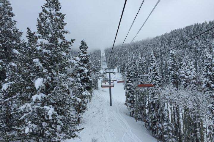 Prendre le télésiège Iron Mountain sur les Canyons à côté Park City - maintenant la plus grande station de ski aux États-Unis.
