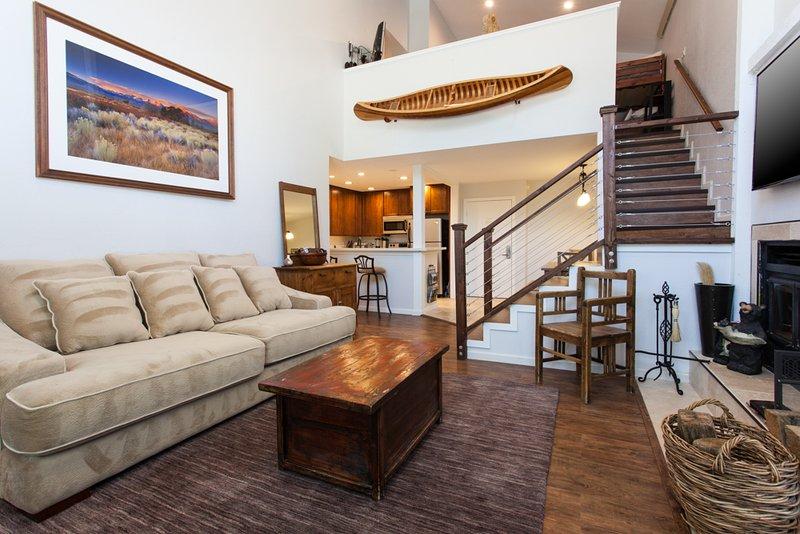 Sala de estar- Quuen Sleeper Sofa / HD Flat Screen TV