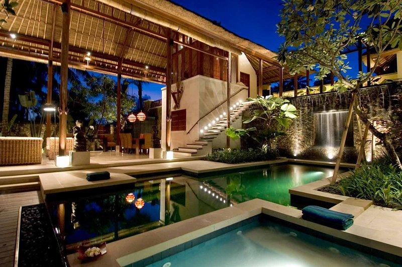 Ethnic & Luxury! 3 BDR Jungle Villa in Ubud!, vacation rental in Ubud