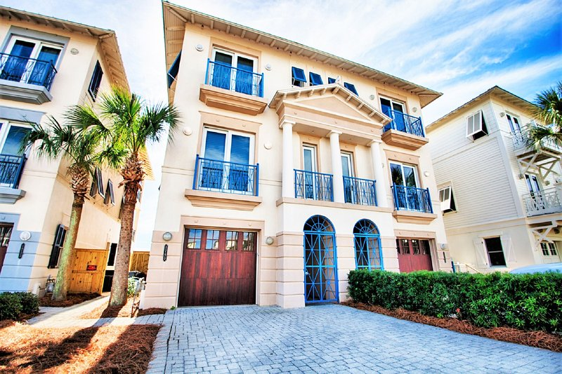 Frangista Pearl: Low Fall Rates! Gulf Front, Elevator, Pet Friendly, Pool, vacation rental in Miramar Beach
