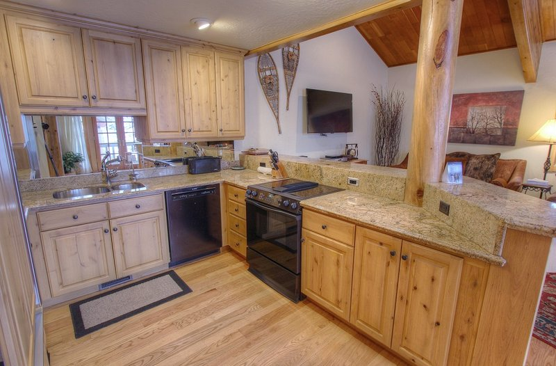 Full Equipped Gourmet Kitchen with Granite Countertops and Breakfast Bar
