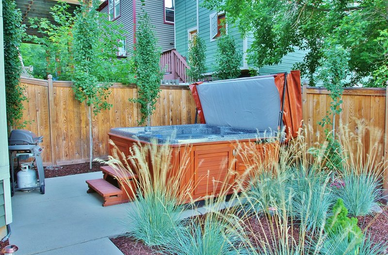 Park City Ontario Manor - 8-seat private hot tub and BBQ grill